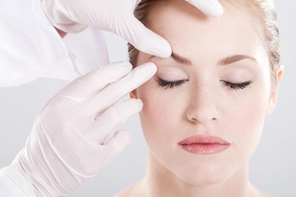 Lifting de sobrancelha: cirurgia simples e rápida